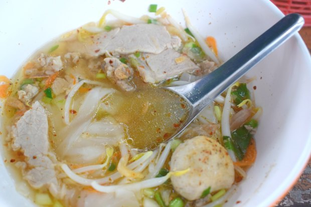 Where to eat in Thailand noodle soup street stall Thailand