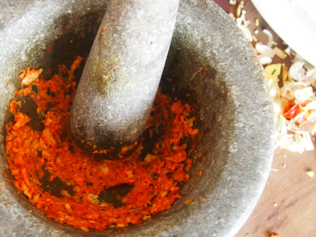 Cambodian-food-making-curry-paste-kroeung