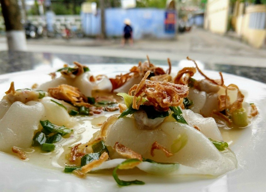 Vietnamese food blog and guide. White rose from Hoi An